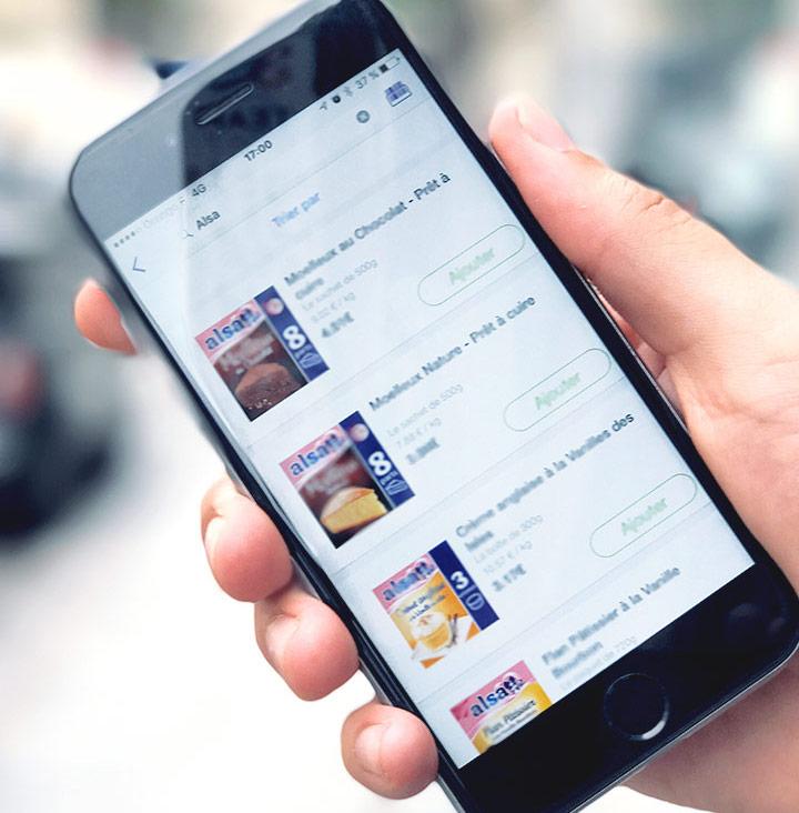 visuel représentant un smartphone navigant sur le site internet de Alsa #branding
