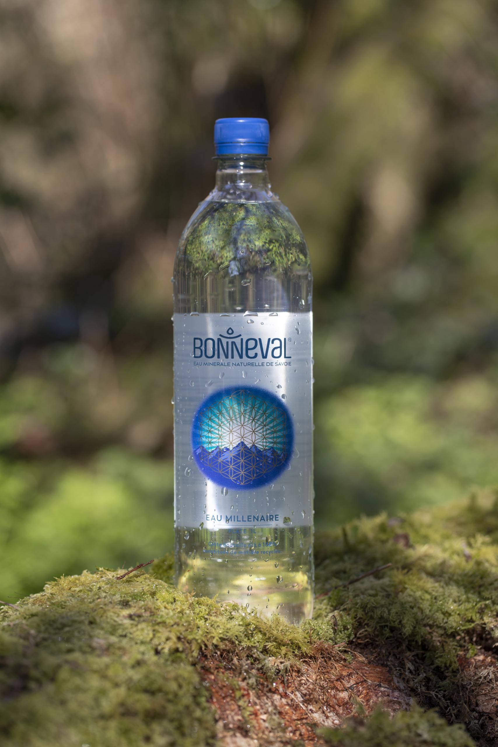 Bouteille d'eau Bonneval dans la forêt